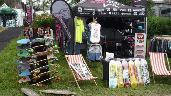 Letní festivaly, kde letos najdeš Boardstar stánek